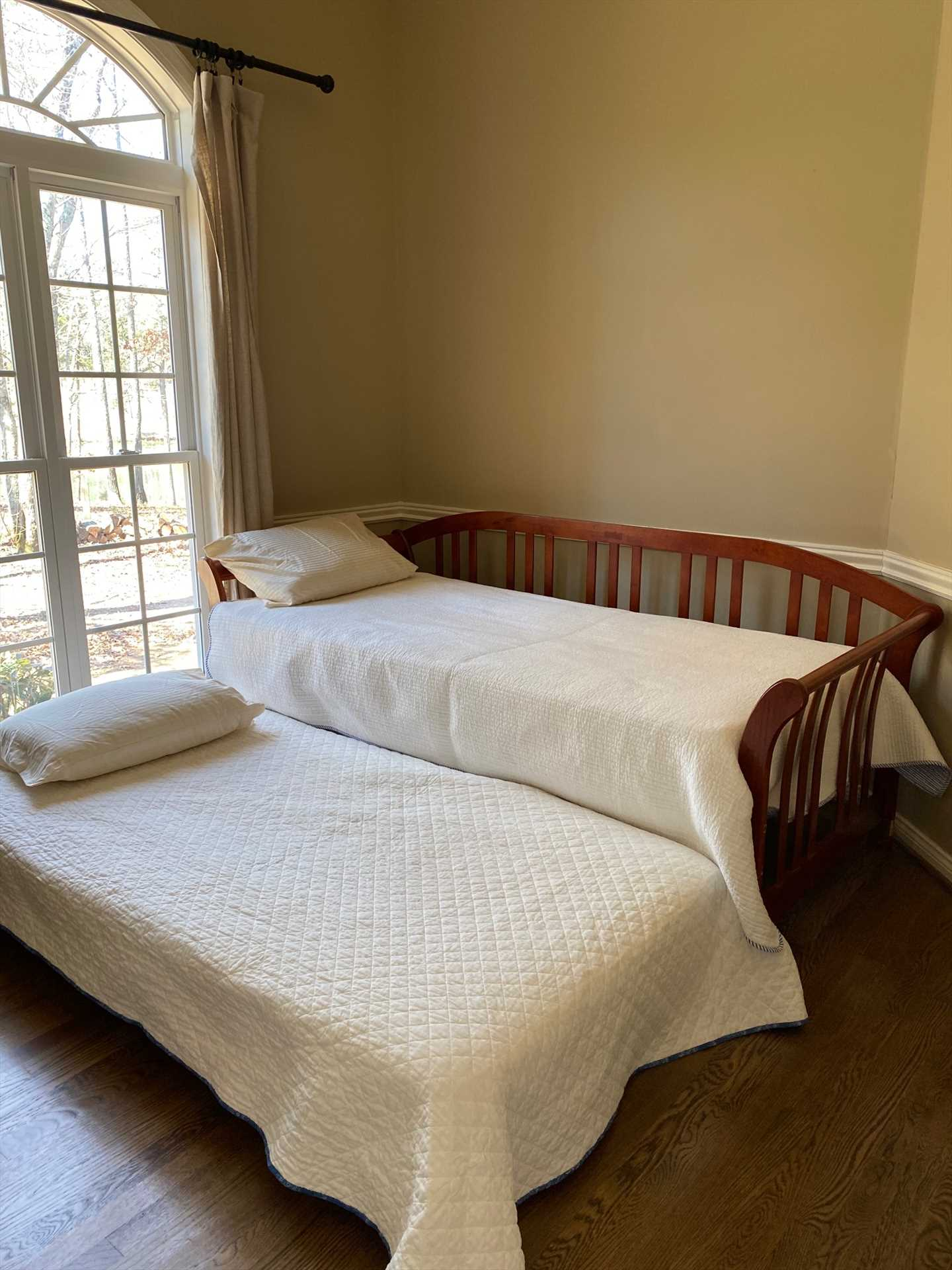 Additional sleeping- daybed and trundle