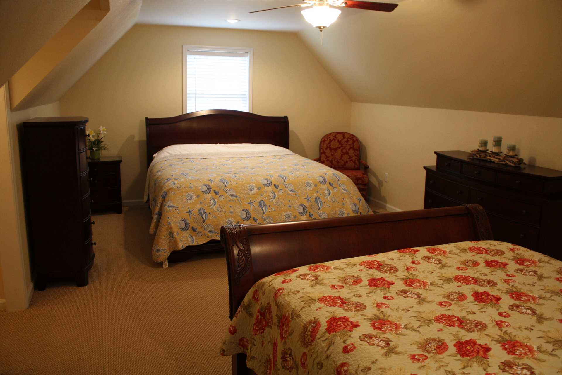 King size bed and Queen size bed - Second floor