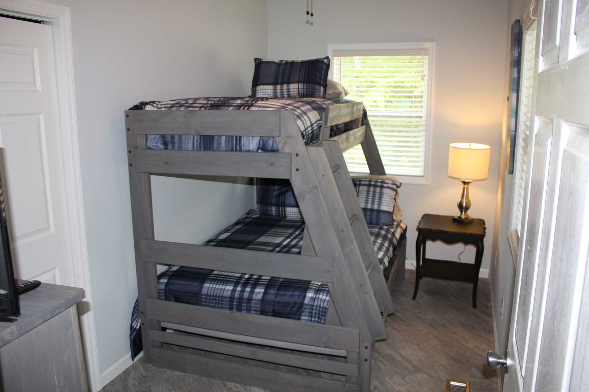 Bedroom 3 - bunk beds, twin over full